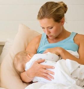 Молозиво - лучшая первая еда для новорожденного
