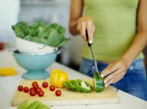 Готовьте дома блюда из ингредиентов, сверяясь со списком продуктов для кормящих мам