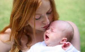 Колики у грудных детей длятся около трех месяцев