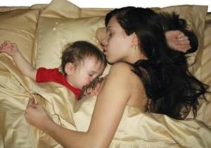 Грудное вскармливание и сон малыша – не мешающие друг другу процессы